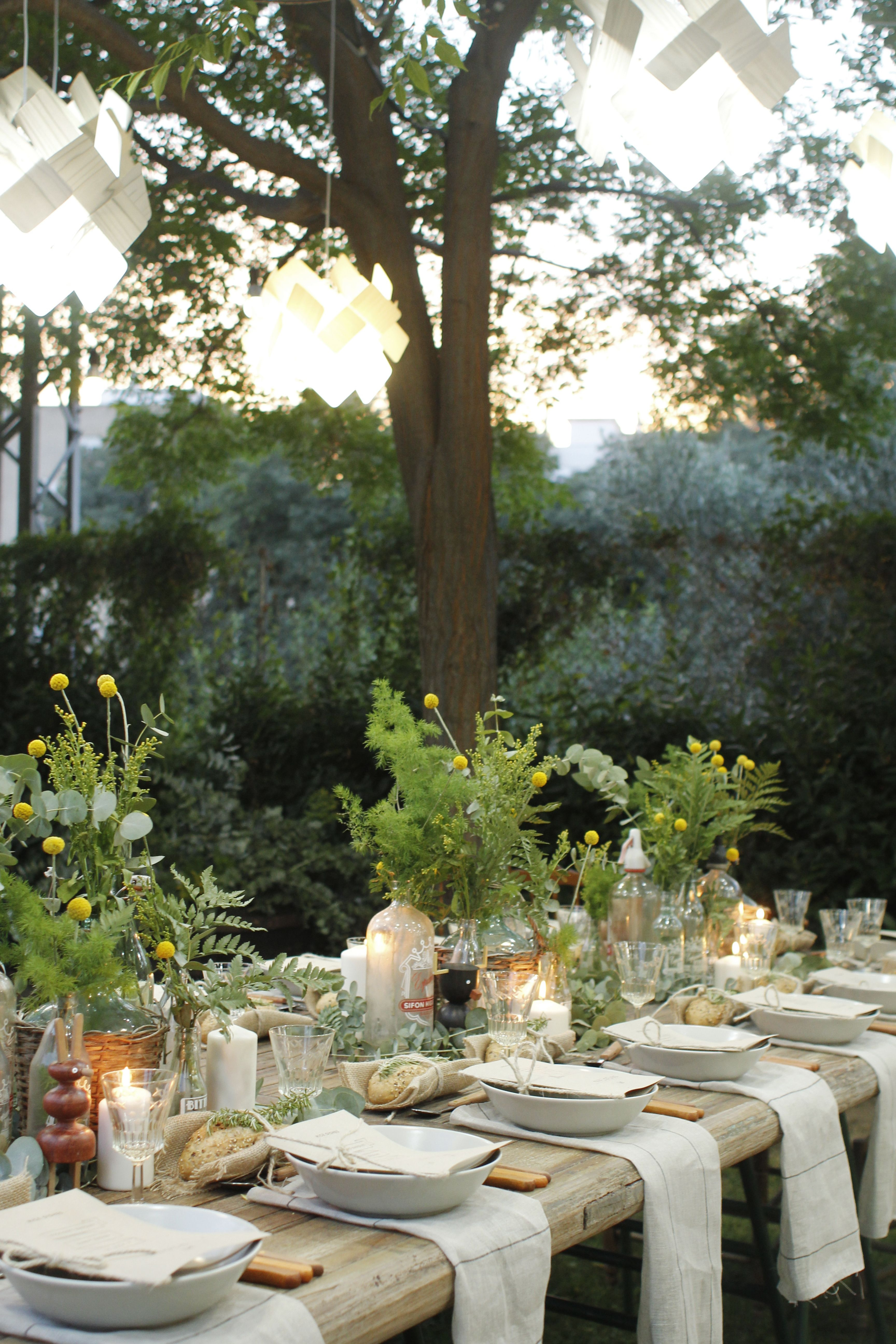 Gorgeous garden party with lzf lamps pinterest outdoor for How to set a beautiful dinner table