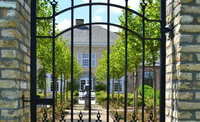 Entry gate, Belgian Pearls Home