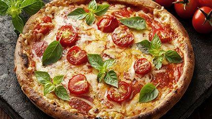 طريقة عمل بيتزا مارغريتا ولا ألذ Delicious Margarita Pizza Recipe Mat Mat Och Dryck Recept