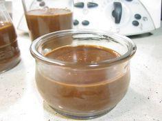 Yogures de Chocolate con Thermomix: una receta facilísima que podemos preparar con los niños en casa, les encantará comer sus propios yogures.
