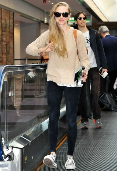 d52fbe258327 Amanda Seyfried wearing Ray-Ban RB4141 Round Wayfarer Sunglasses Converse  Chuck Taylor All Star Oxford