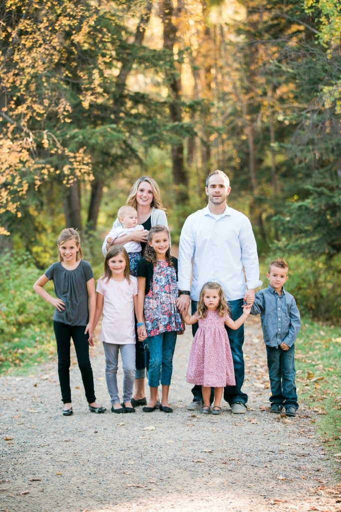Family Of 8 Posing Ideas Family Portrait Poses Family Picture