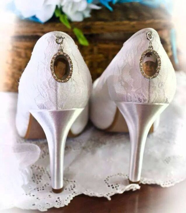 Bride Has Pictures Of Her Deceased Father In Her Wedding Shoes So