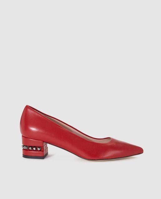 97b5aca529975 Zapatos de salón de mujer Gloria Ortiz de piel en rojo con tachas ...