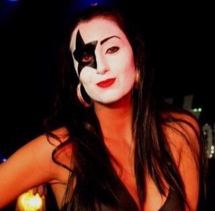 Pin By Ricardo J Ferreira On Girls In Kiss Makeup Kiss Makeup