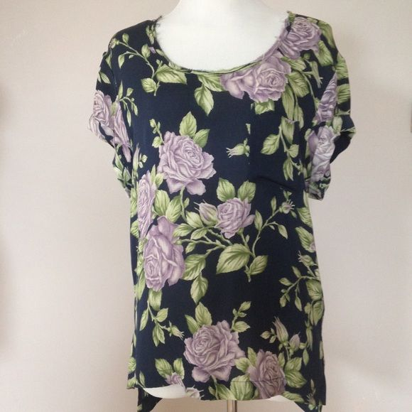 Rag and bone purple rose top Size M. Very pretty print! Perfect for spring time! Gently used. Looks great with a pair of jeans. 100% silk. No trades please. rag & bone Tops Blouses