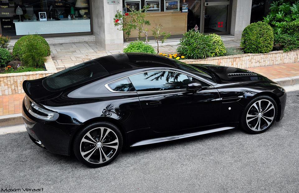 Aston Martin V12 Vantage Carbon Black Edition   All Blk ...