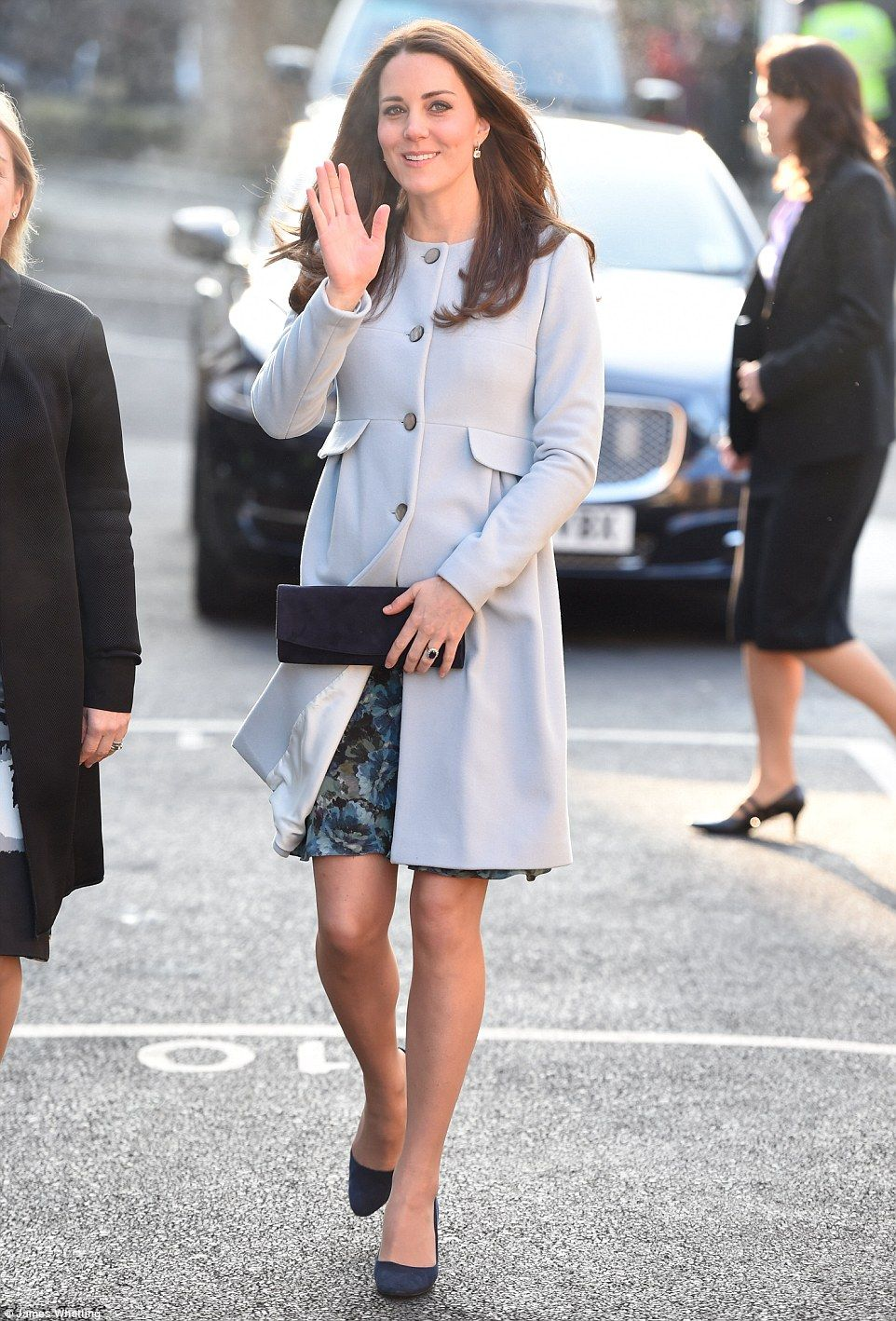 e1a0c6e1d8b0e Glamorous: The Duchess of Cambridge was every inch the yummy mummy in her  Seraphine cashmere coat as she stepped out in Kensington