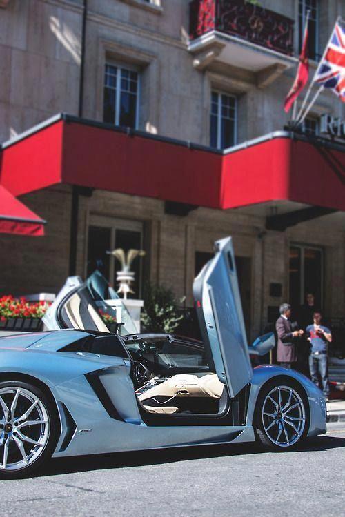 Lamborghini Aventador Roadster #lamborghinivenenogold #lamborghiniaventador