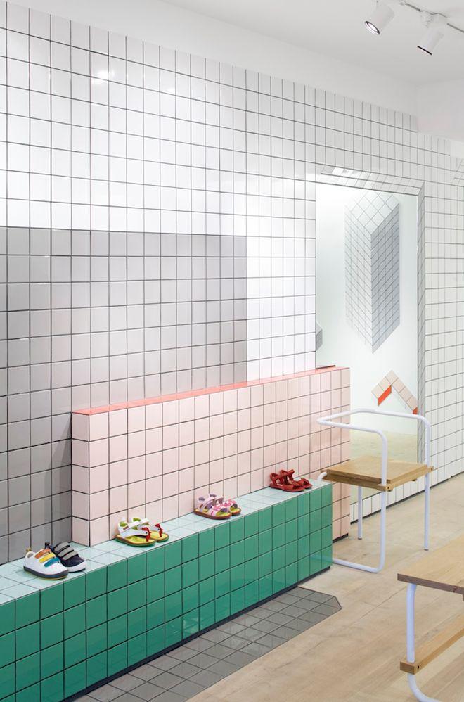 Tiling By Tomas Alonso For Camper Idee Carrelage Salle De Bain Interieur De Magasin Interieur Boutique Design De Magasin