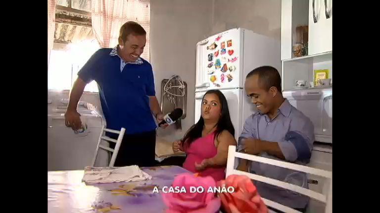 No Programa do Gugu - Rede Record, o apresentador foi até o local onde Marquinhos vive com sua esposa e mostrou as dificuldades que o casal enfrenta diariamente. Assista em http://r7.com/cBbm