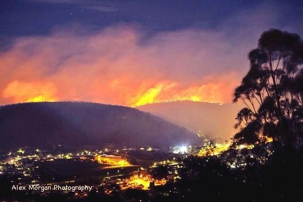 The Blue Mountains are ablaze.   50 Surreal Images From Sydney's Bushfire Crisis