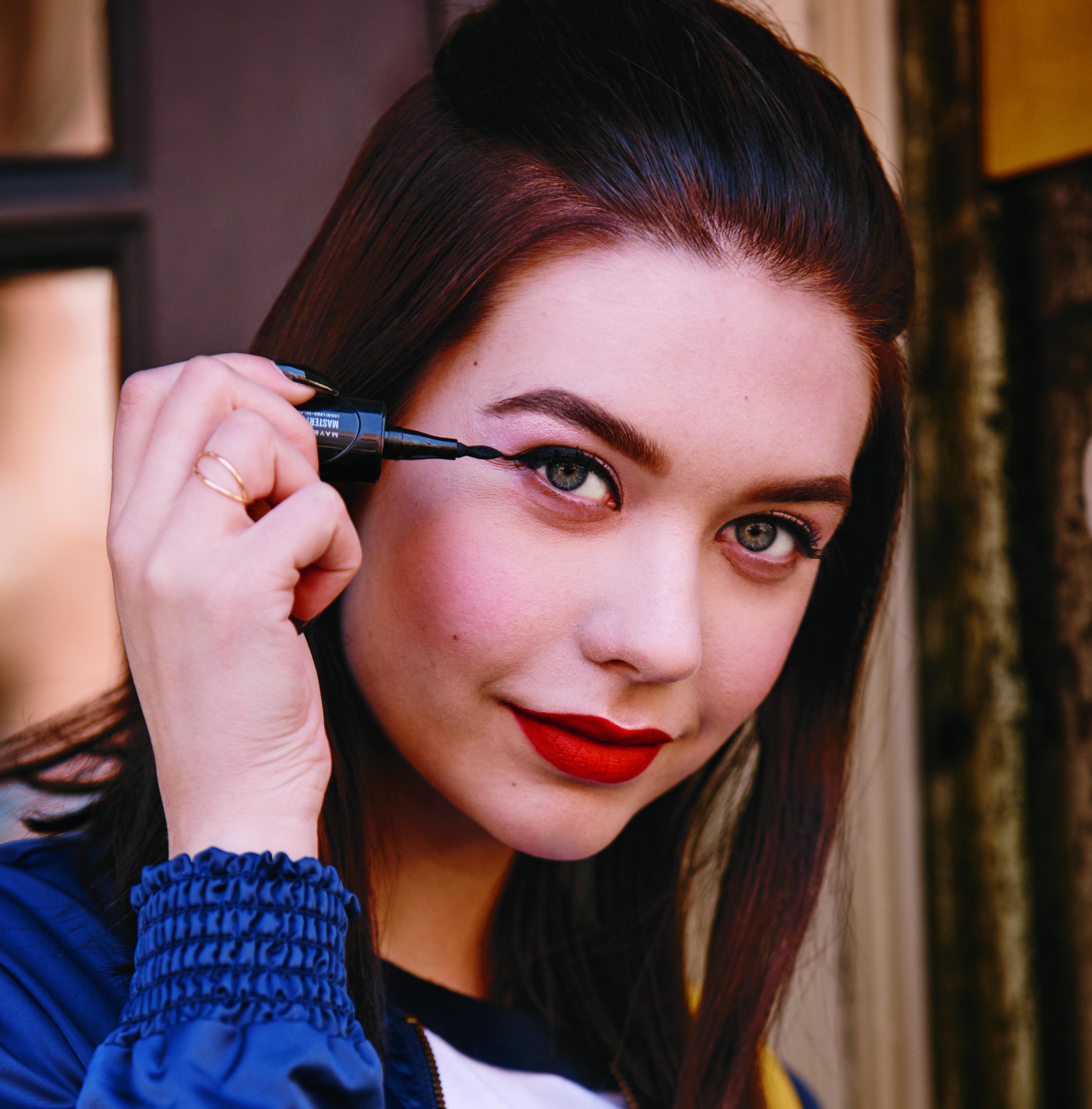 Winged eyeliner is always a classic makeup look. Amanda