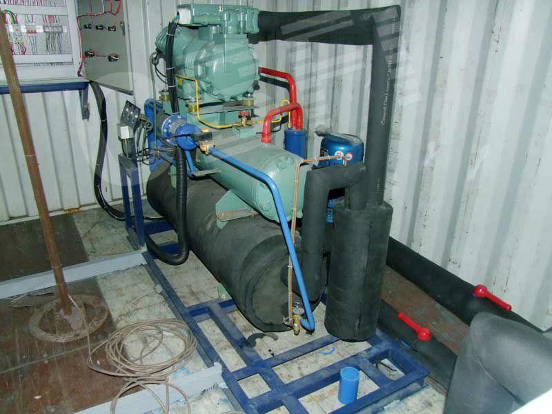Containerized ice block machine ice blocks vacuums