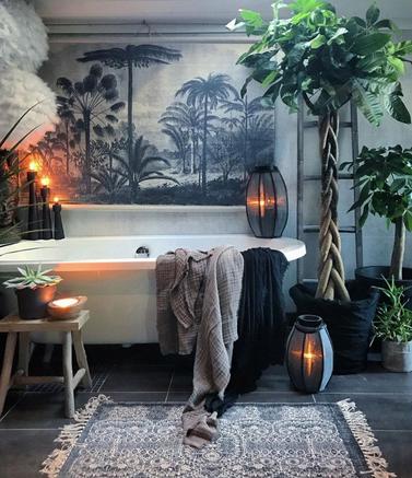 La d co murale tropicale en noir et blanc salle de bain d coration salle de bain salle de - Salle de bain tropicale ...