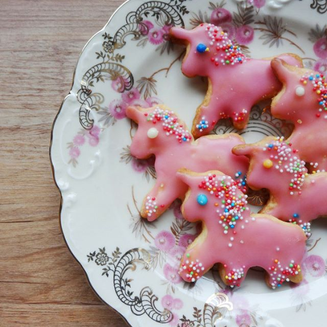 pink vegan unicorn cookies. I just enjoyed making them so much cause they're too cute to look at. and delicious. 🦄 🌈 💕 #unicorn #unicornlove #veganbaking #lisibloggt #wishiwasaunicorn