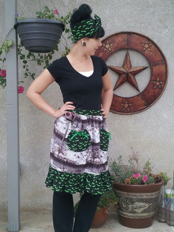 Halloween apron with matching headscarf www.etsy.com/shop/tiffanysstitchery