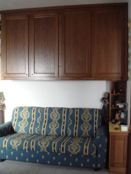 Armadio a ponte su misura per soggiorno realizzato in legno tinto ...