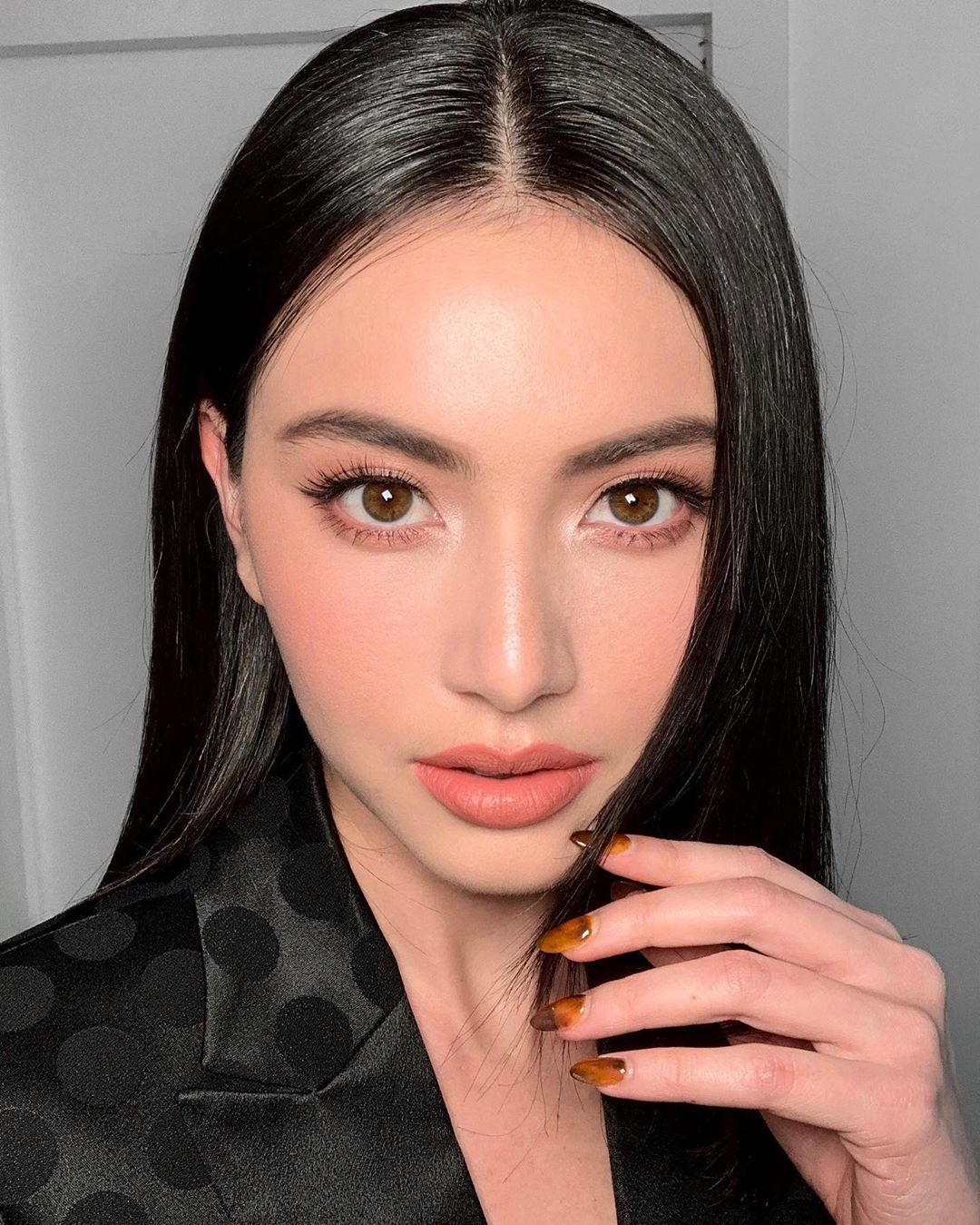 Looking For Makeup Inspiration For Your Next Night Out We Ve Compiled Our 40 Favorite Makeup Ideas For Asian Makeup Looks Celebrity Makeup Looks Makeup Looks [ 1349 x 1080 Pixel ]