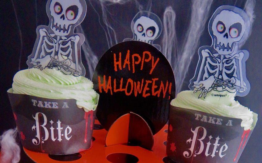 Halloween-Cupcakes für einen schaurig-schönen Sweet Table - der Hingucker am Süßes oder Saures-Buffet