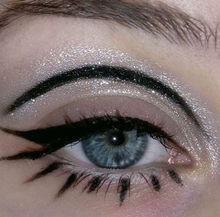 21 Abstract Makeup Looks That Are Totally Selfie-W