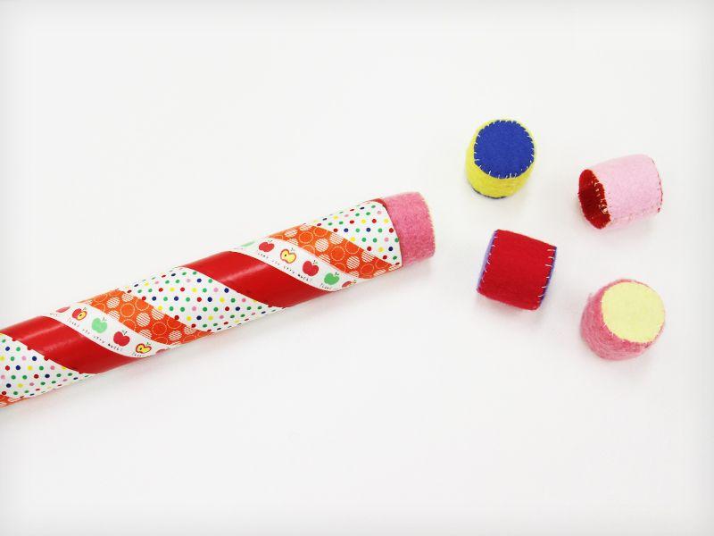 ラップ芯おもちゃの中に ペットボトルキャップ 0歳児 手作りおもちゃ 手作りおもちゃ 1歳 手作りおもちゃ