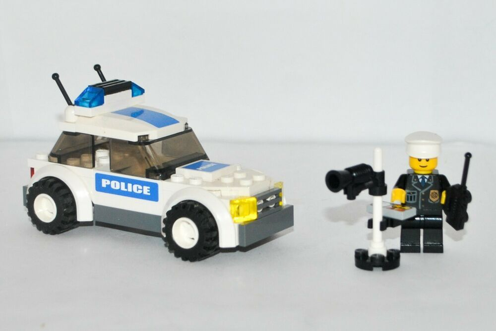 Lego City Police Car 7236 100 Complete W Mini Figure No Box Or Instructions In 2020 Lego City Police Lego Police Car Lego City