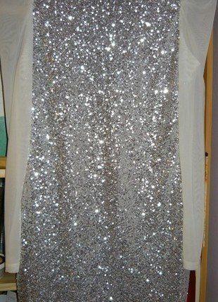 Pin uživatele Andrea Vařílková na nástěnce Plesové šaty  4050b90b2c