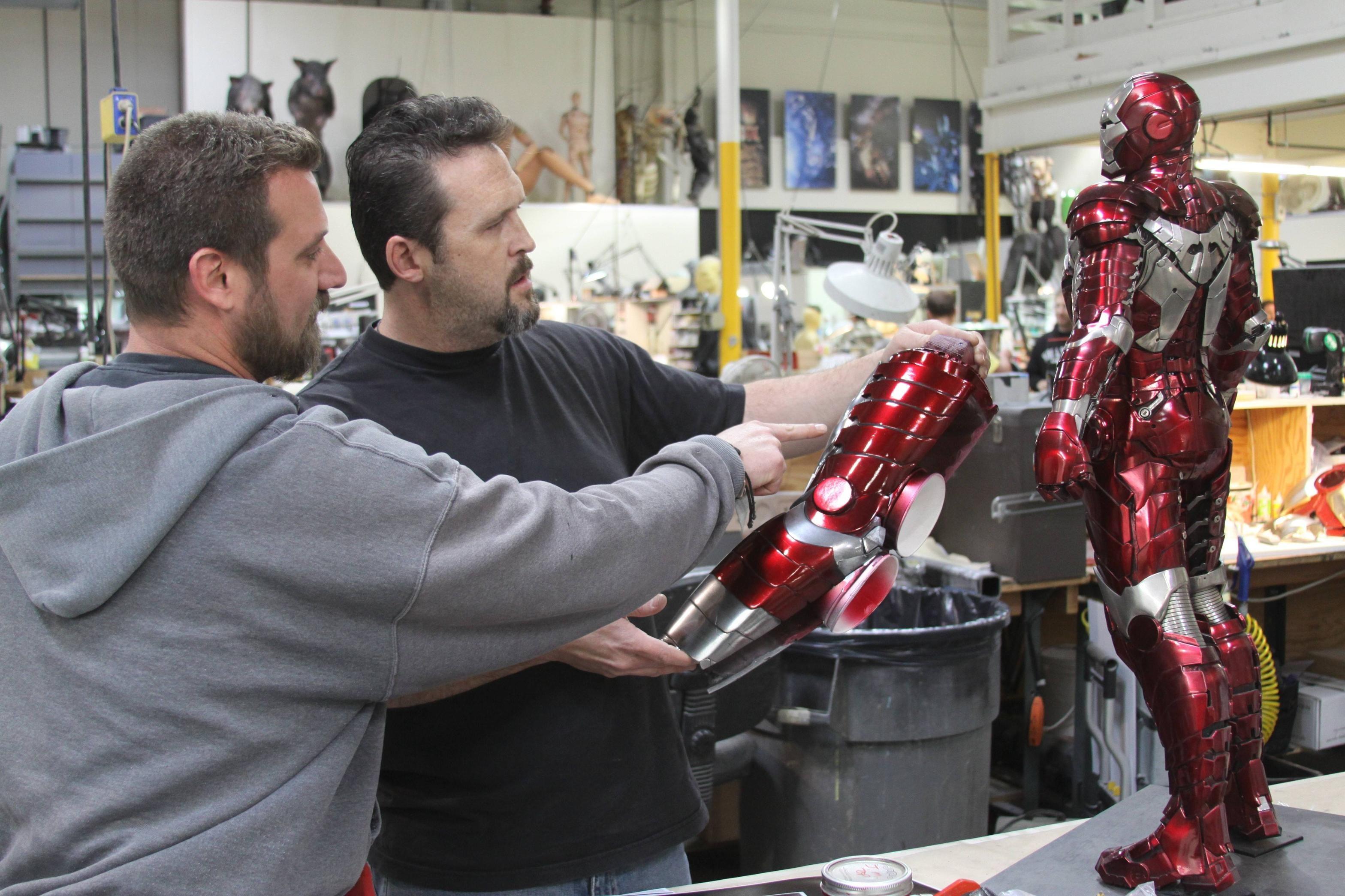 """Imagens dos bastidores de Homem de Ferro mostram a """"fabricação"""" das armaduras"""