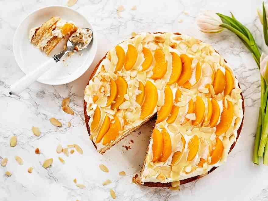 Valkosuklaa-persikkakakku
