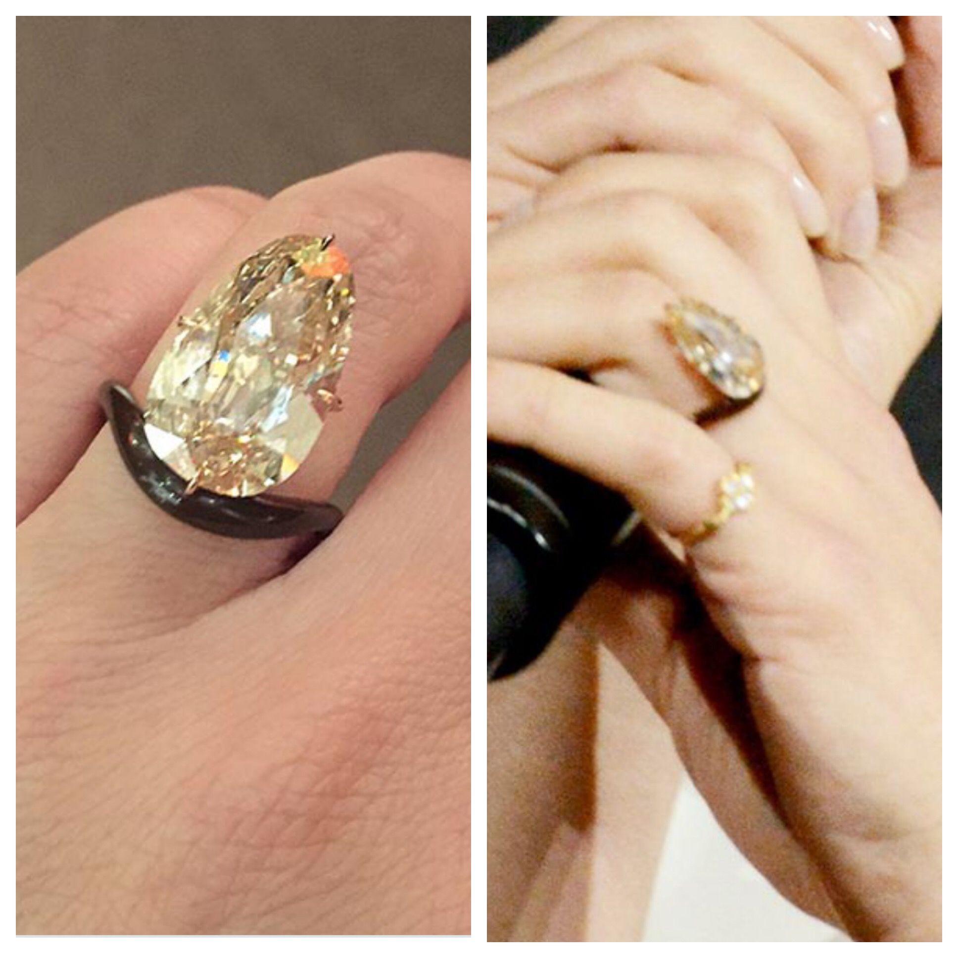Scarlett Johansson engagement ring Big jewelry