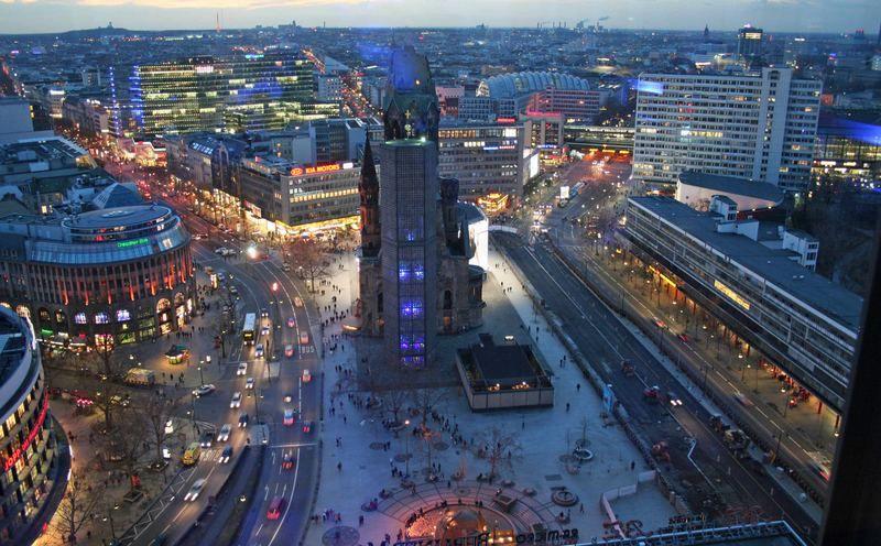 kurf rstendamm west berlin 39 s most famous avenue lit up. Black Bedroom Furniture Sets. Home Design Ideas