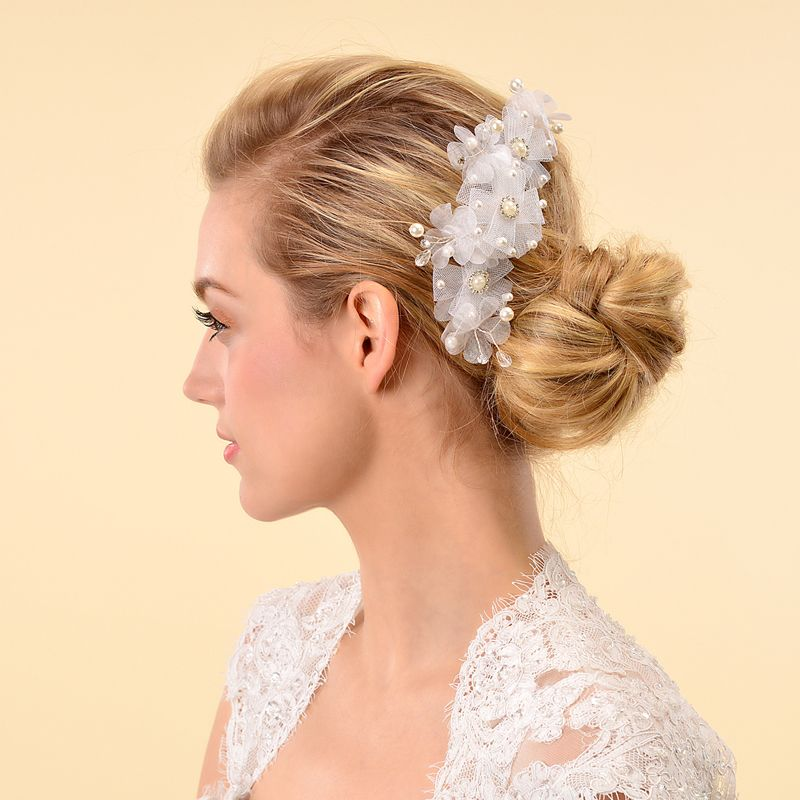 Pearl Detailed Tulle Flower Hair Comb On Sale:YESCategory:Hair CombsOccasion:Wedding/Special OccasionMaterial:Pearls/Alloy/RhinestonesMaterial Color:WhiteShown Color:WhiteEmbellishment:Pearls/Rhinestones/Crystal/FlowerLength:20Width:8 Only $9.99 USD