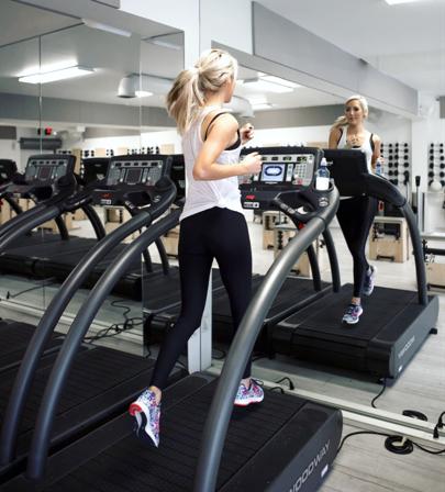 Yeni başlayanlar için spor salonunda temel egzersizler