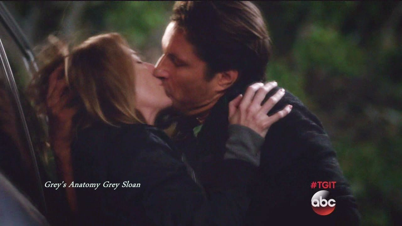 """Grey\'s Anatomy 12x23 End Scene Meredith & Riggs Kiss Hook Up """"At ..."""