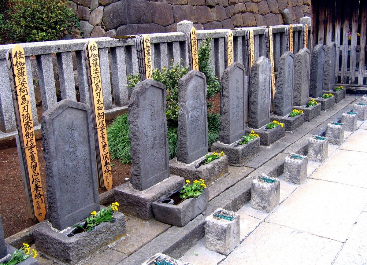 Today, you can find the graves of the brave 47 ronin and Lord Asano at Sengakuji Temple (泉岳寺) a Sōtō Zen Buddhist temple located in the Takanawa neighbourhood of Minato-ku, Tokyo. Every year on December 14th the temple holds a festival commemorating the famous event.