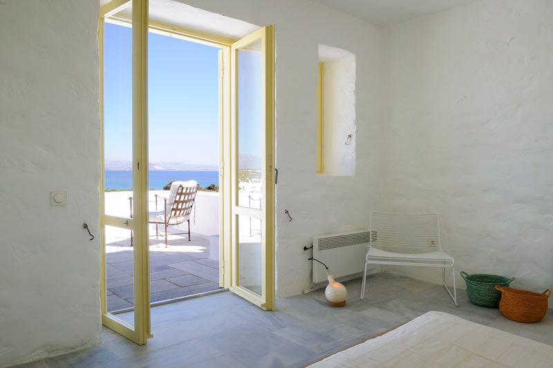 Paros  www.ikh-luxuryrental.com  Located meters away from one of the most tranquil and picturesque beaches of Paros, Santa Maria Beach House enjoys a very privileged position and offers its guests a rare beach front experience in Greece. The property is surrounded by a lush private garden; it has nice views of the sea and the surrounding neighborhood. A romantic private stone path immersed in a bamboo groove lead to the homonymous beach, just two minutes walk from the house.