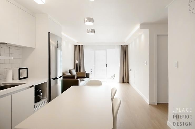 브라운계열 화이트 우드의 따스한 분위기가 너무 예쁜 20평대 아파트에요 주방과 이어지는 거실의 모습이 통일된 느낌으로 아늑한 감성이 그대로 전해진답니다 거실인테리어 주방인테리어 인테리어 제이플레이스 화이트우드인테리어 수원인테리어 작은 집