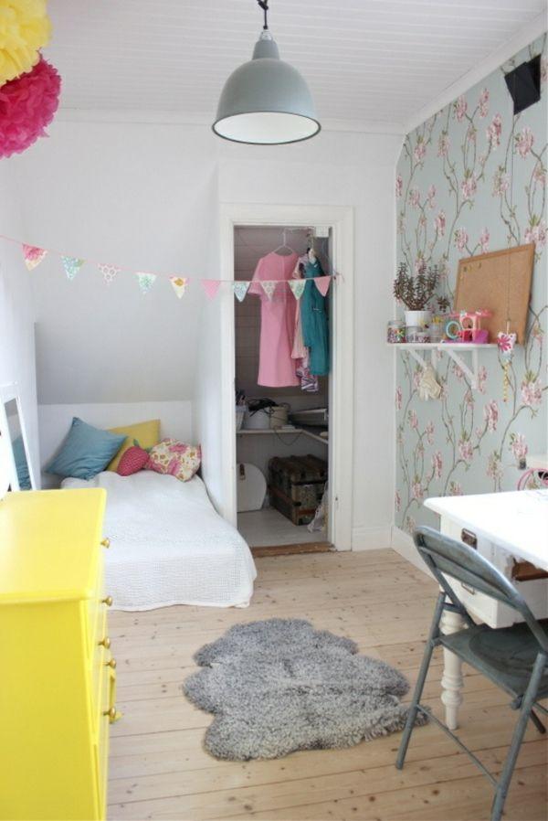 kuschelecke deko tapeten blumen kinderzimmer gelb kommode ... - Kinderzimmer Gelb Pink