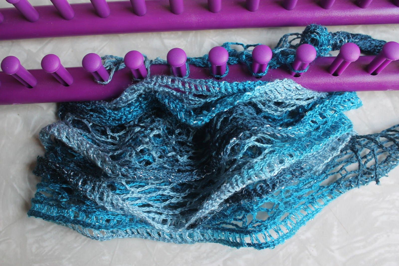 Sashay+Yarn+Scarf+Tutorial | Having the yarn stretched out on the ...