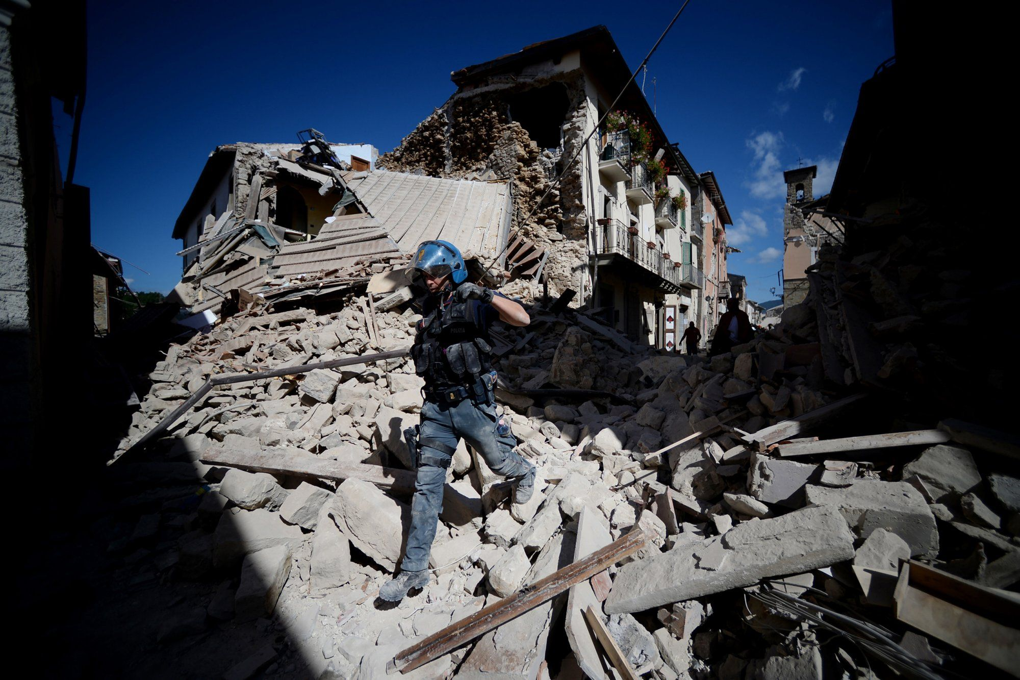 Scenes From The Quake That Rattled Central Italy Photos Italy