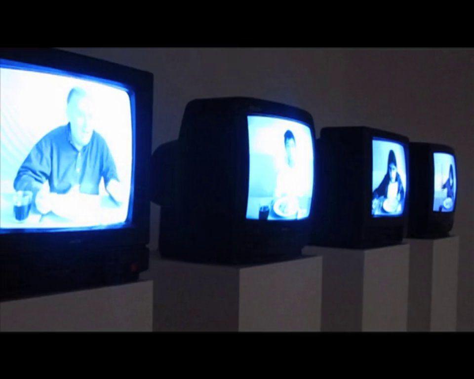 """""""Conversaciones de mesa"""" (2013)  Video registro instalación. Galeria Balmaceda Arte Joven"""