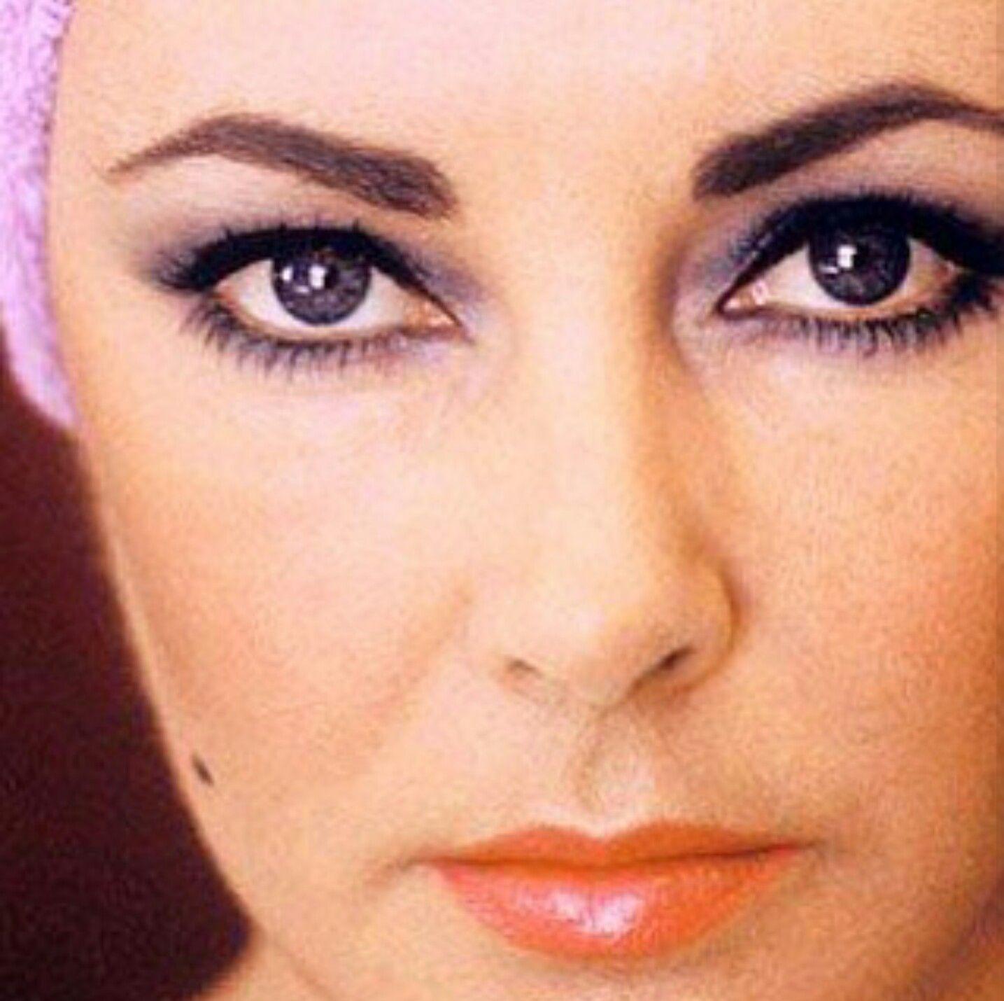 Elizabeth Taylor Elizabeth Taylor Eyes Most Beautiful Eyes Violet Eyes