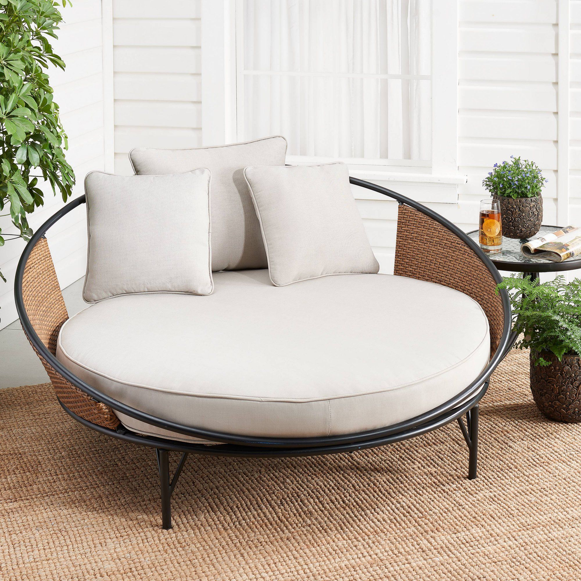 Mainstays Holcomb Outdoor Metal And Wicker Round Daybed Walmart Com In 2020 Comfortable Outdoor Chairs Metal Outdoor Chairs Outdoor Daybed