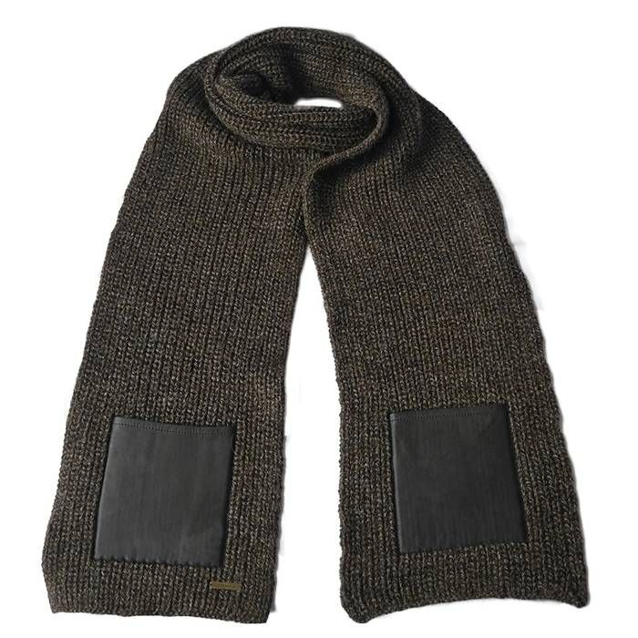 A sturdy, super size alpaca scarf in brown with black leather. Incredibly soft and very warm. Fairtrade, animal friendly & hypoallergenic! Made in the mountains of Peru