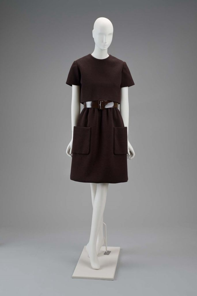 1970, America - Woman's ensemble in three parts (underdress and belt) by Norman Norell - Wool and silk. Vinyl belt.