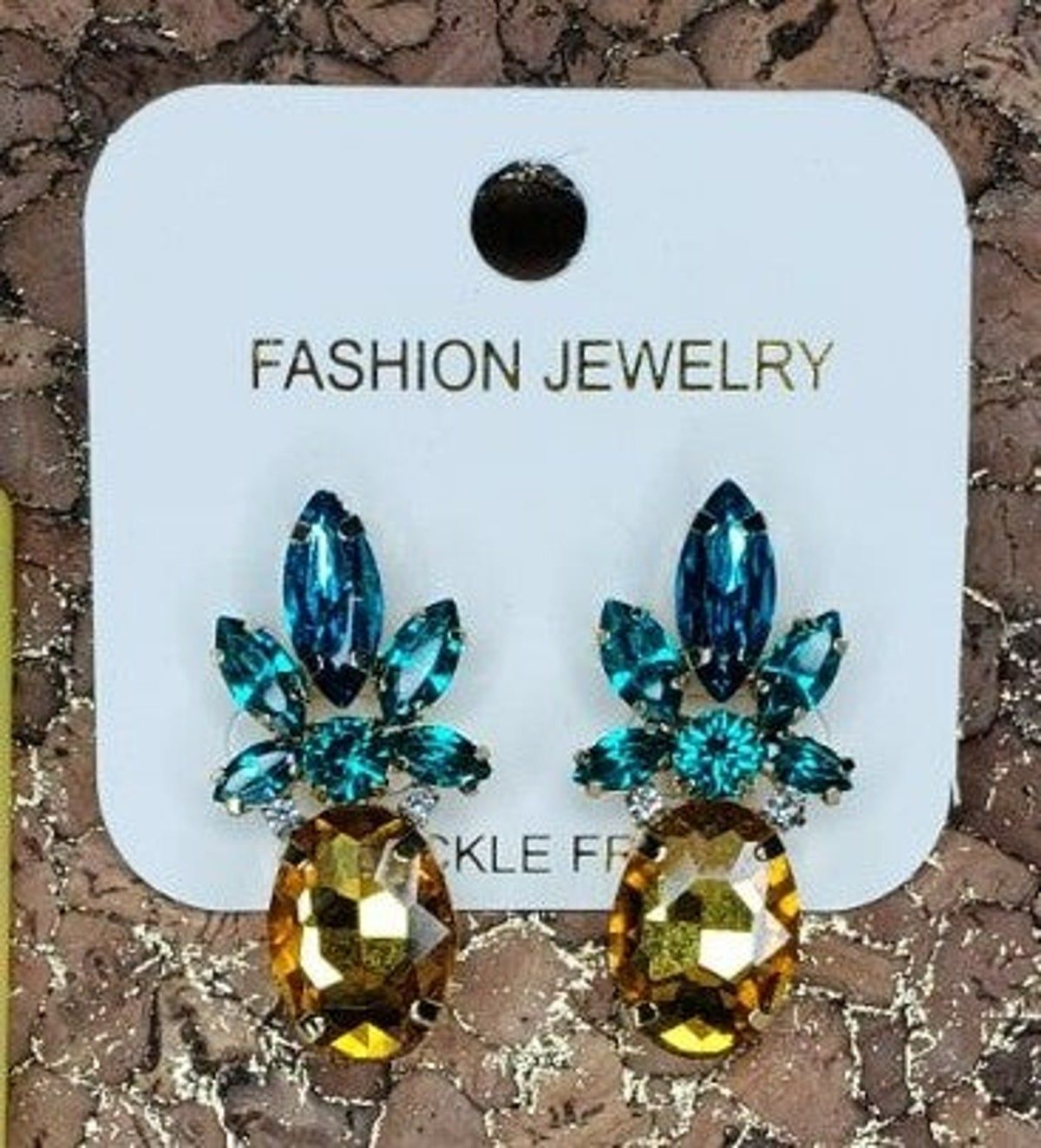 Pineapple earrings!!! #pineappleexpress These cute earrings are full of shine and ready for good times.