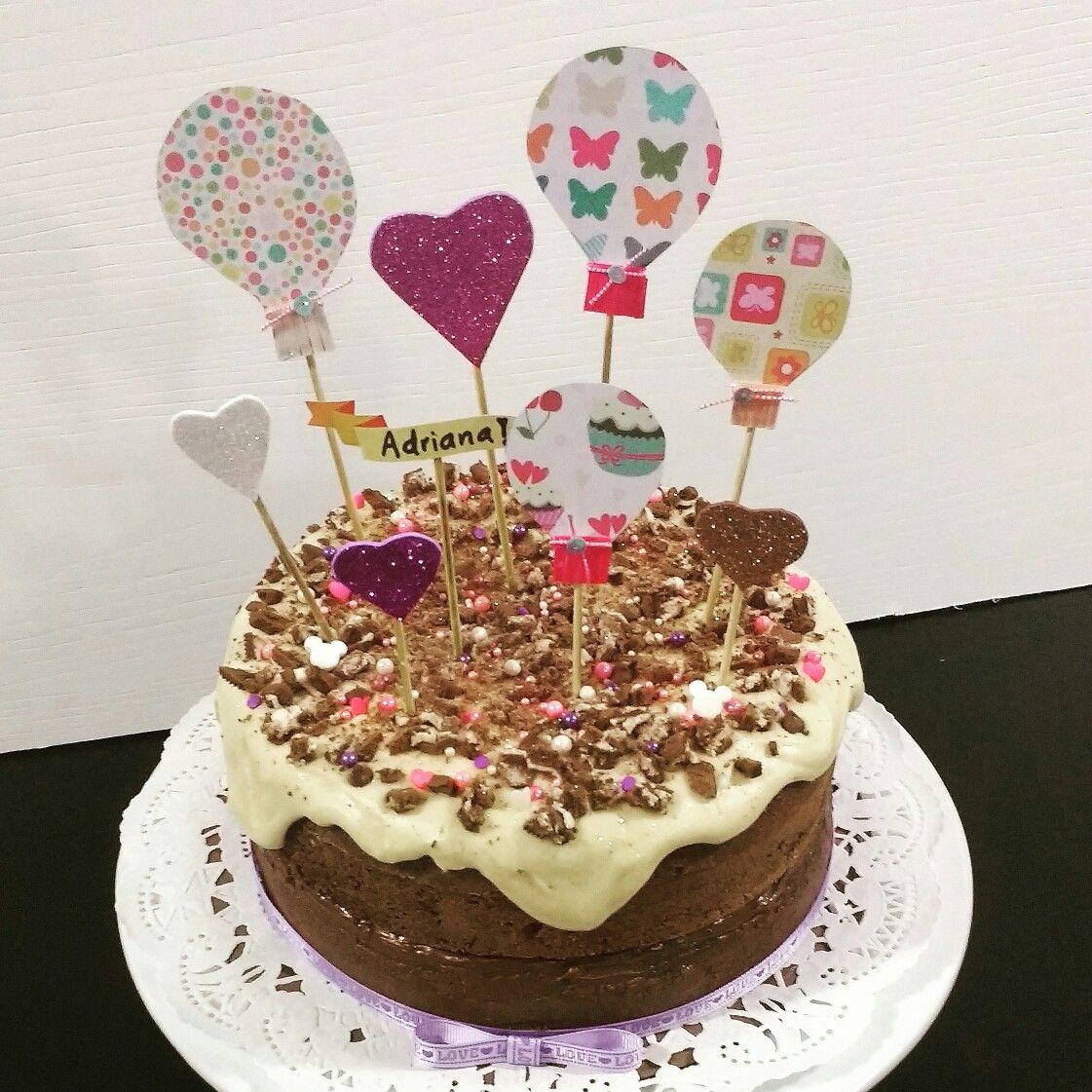 Torta de chocolate con Red Velvet y galletas oreo. Decorada con ...