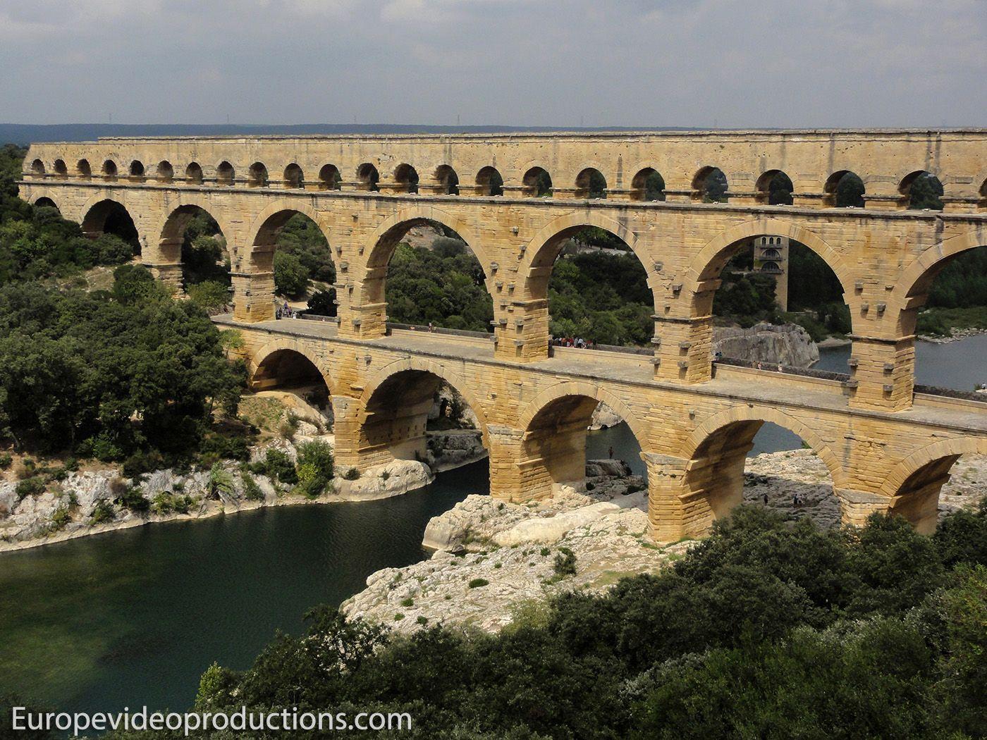 Acueducto romano Pont du Gard en Languedoc-Rosellón en Francia