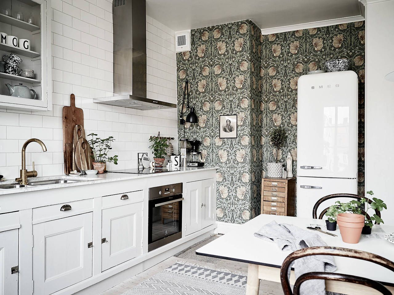 Kitchen With Green Vintage Wallpaper Eclectic Kitchen Design Eclectic Kitchen Kitchen Remodel